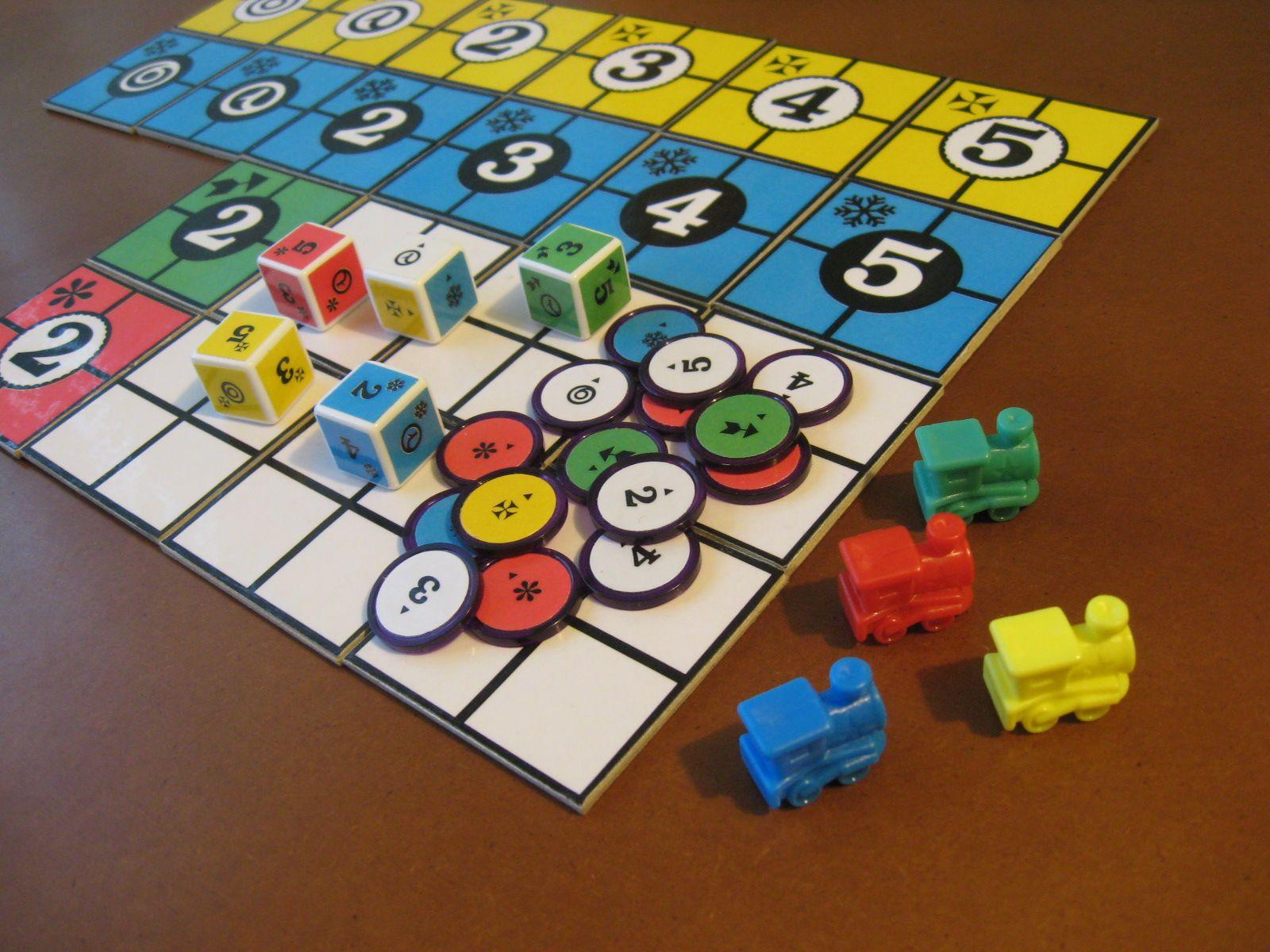"""Homemade PiecePack"" (https://boardgamegeek.com/image/1639074/piecepack) by Daniel Ajoy (https://boardgamegeek.com/user/DanielAjoy) / ""CC BY-NC-SA 3.0"" (http://creativecommons.org/licenses/by-nc-sa/3.0)."